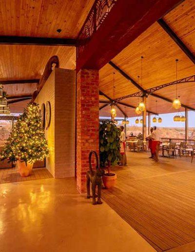 2020-lookout-cafe-decor